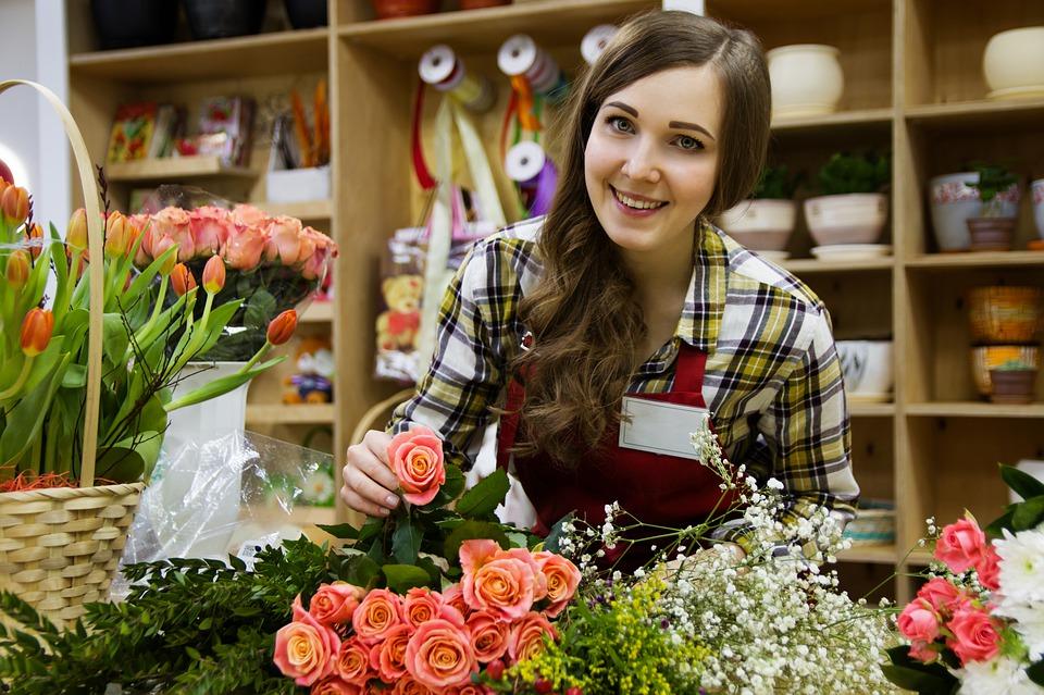 Pôsobia na klientov slovenskí predajcovia šťastnejšie ako ich českí kolegovia?